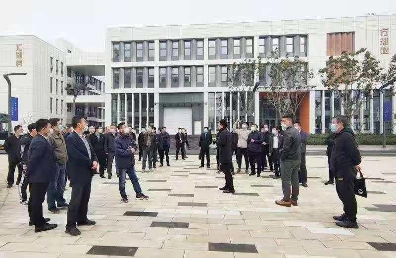 哈尔滨工程大学研究生院新校区实地观摩PRR保温装饰板上墙应用